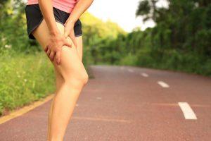 چه عواملی باعث درد شدید پاها می شوند؟