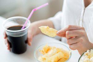 5 رژیم غذایی مضر برای استخوان : چه غذاهایی را مصرف نکنیم ؟