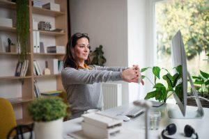 10 روش عملی برای محافظت از ستون فقرات در دفتر